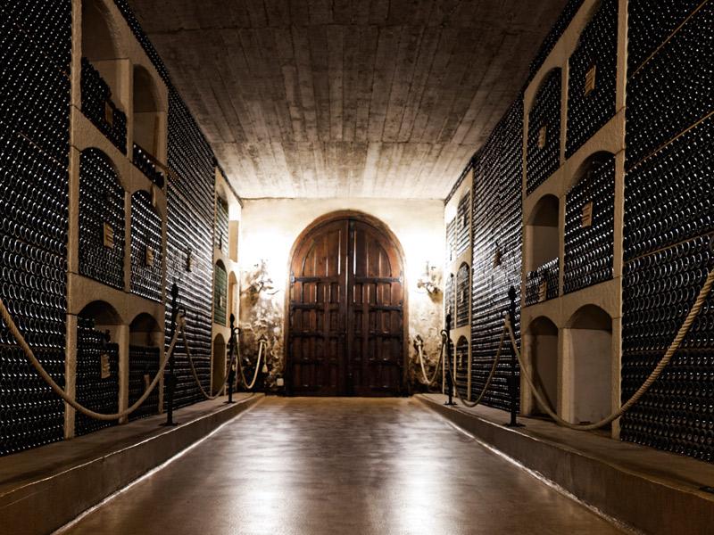 https://www.winelist.nl/media/cache/16x9_thumb/media/image/brand-banner/Beronia_wijnkelder.jpg